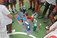 SÃO PAULO, SP, 22.03.2016 - DIA-AGUA - Crianças realizam atividades Dia Mundial da Água em escola do bairro do Ipiranga na zona sul de São Paulo(Foto: Carlos Pessuto/Brazil Photo Press)
