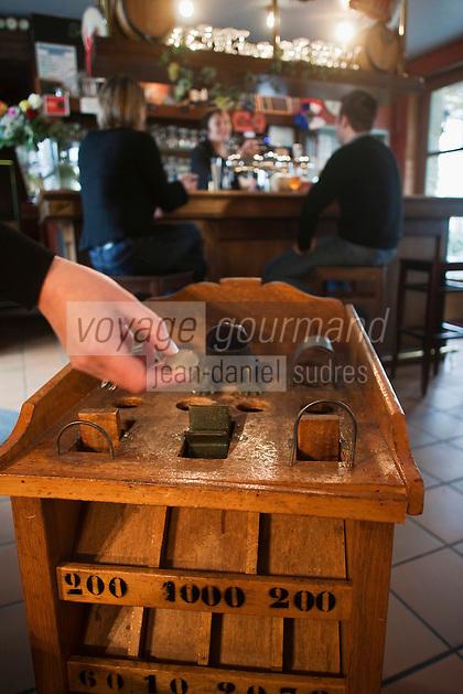 Europe/France/Nord-Pas-de-Calais/59/Nord/Bourbourg: Jeu de Grenouille - Jeu traditionnel flamand à l' Estaminet: La Brique d'Or