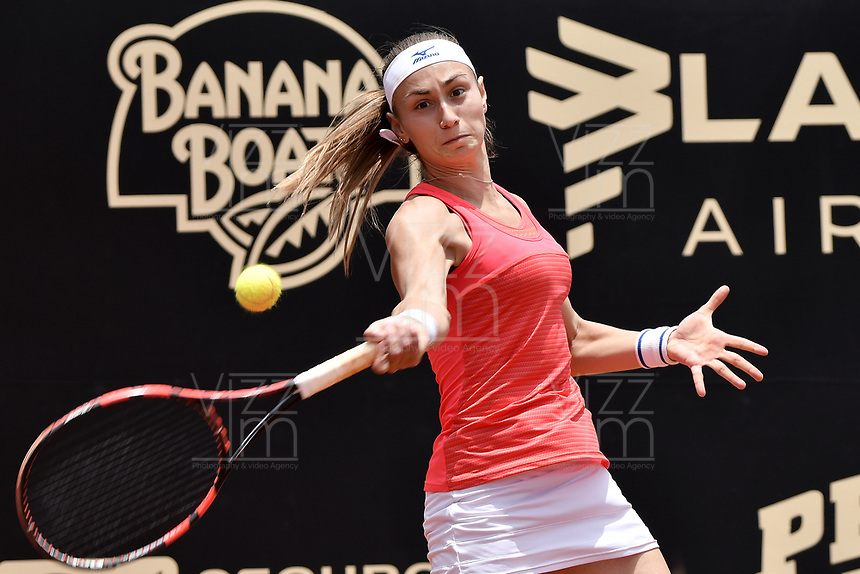 BOGOTA -COLOMBIA. 13-04-2017. Alesksandra Krunic (SRB) durante juego contra Lara Arruabarrena (ESP) de segunda ronda del Claro Open Colsanitas WTA 2017 jugado en el Club Los Lagartos en Bogota. /  Alesksandra Krunic (SRB) during match against Lara Arruabarrena (ESP) for the second round round of Claro Open Colsanitas WTA 2017 played at Club Los Lagartos in Bogota city. Photo: VizzorImage/ Gabriel Aponte / Staff