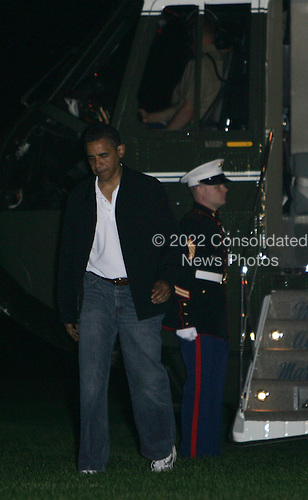 Washington, DC - May 24, 2009 -- United States President Barack Obama arrives at the White House from Camp David on Sunday, May 24, 2009. President Obama arrived lone without his family.  .Credit: Dennis Brack - Pool via CNP