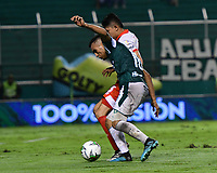 PALMIRA - COLOMBIA, 13-11-2019: Christian Rivera del Cali disputa el balón con Nicolas Hernandez de Santa Fe durante partido entre Deportivo Cali e Independiente Santa Fe por la fecha 2, cuadrangulares semifinales, de la Liga Águila II 2019 jugado en el estadio Deportivo Cali de la ciudad de Palmira. / Christian Rivera of Cali vies for the ball with Nicolas Hernandez of Santa Fe during match between Deportivo Cali and Independiente Santa Fe for the date 2, quadrangular semifinals, as part Aguila League II 2019 played at Deportivo Cali stadium in Palmira city. Photo: VizzorImage / Nelson Rios / Cont