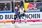 Pfoederl gegen Muenchens Boyle in dem Spiel in der DEL, EHC Red Bull Muenchen (blau) - Nuernberg Ice Tigers (weiss).<br /> <br /> Foto &copy; PIX-Sportfotos *** Foto ist honorarpflichtig! *** Auf Anfrage in hoeherer Qualitaet/Aufloesung. Belegexemplar erbeten. Veroeffentlichung ausschliesslich fuer journalistisch-publizistische Zwecke. For editorial use only.