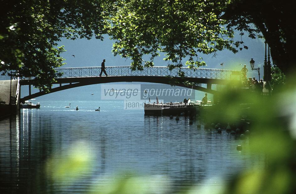 Europe/France/Rhône-Alpes/74/Haute-Savoie/Annecy: le Pont des Amours enjambe le canal du Vassé qui se jette dans le lac
