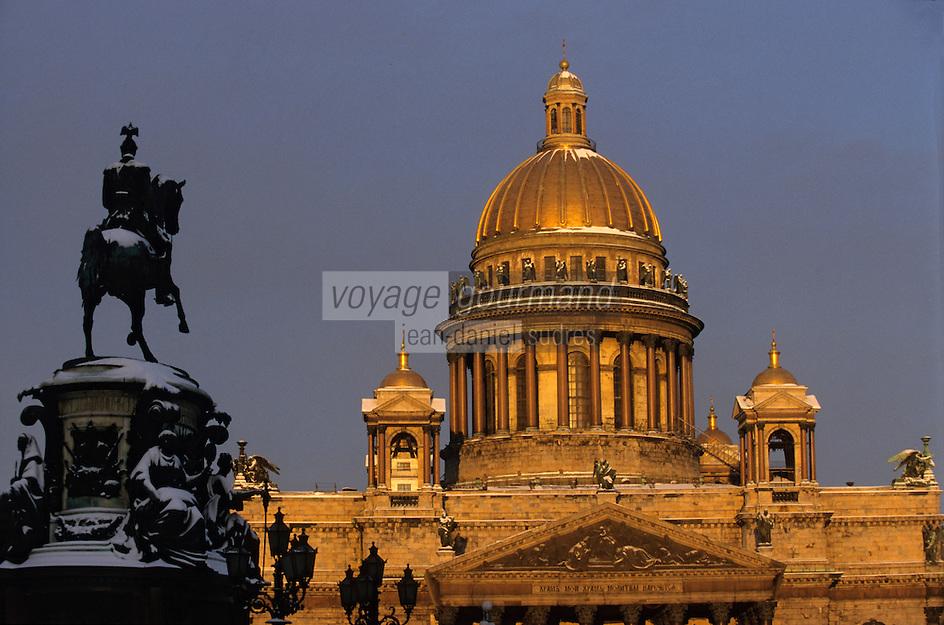 Europe-Asie/Russie/Saint-Petersbourg: La cathédrale Saint-Isaac et la statue de Nicolas Ier