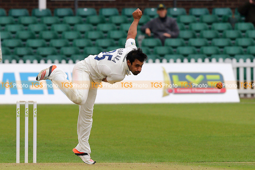 Ravi Bopara of Essex in bowling action during Leicestershire CCC vs Essex CCC, Day Three