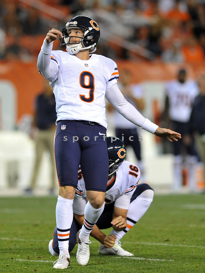 CLEVELAND, OH - SEPTEMBER 1, 2016: Kicker Robbie Gould #9 of the Chicago Bears kicks an extra point in the second quarter of a game on September 1, 2016 against the Cleveland Browns at FirstEnergy Stadium in Cleveland, Ohio. Chicago won 21-7. (Photo by: 2016 Nick Cammett/Diamond Images)  *** Local Caption *** Robbie Gould