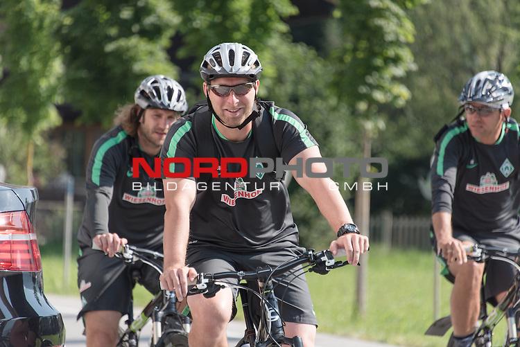 17.07.2015, Parkstadion, Zell am Ziller, AUT, TL Werder Bremen, Zell am Ziller, Zillertal 2015, <br /> <br /> im Bild<br /> <br /> mit dem Rad zum Training <br /> Torsten Frings (Co-Trainer Werder Bremen)<br /> J&ouml;rg / Joerg Heineke (Athletiktrainer Werder Bremen) <br /> Viktor Skripnik (Trainer Werder Bremen) <br /> <br /> Foto &copy; nordphoto / Kokenge