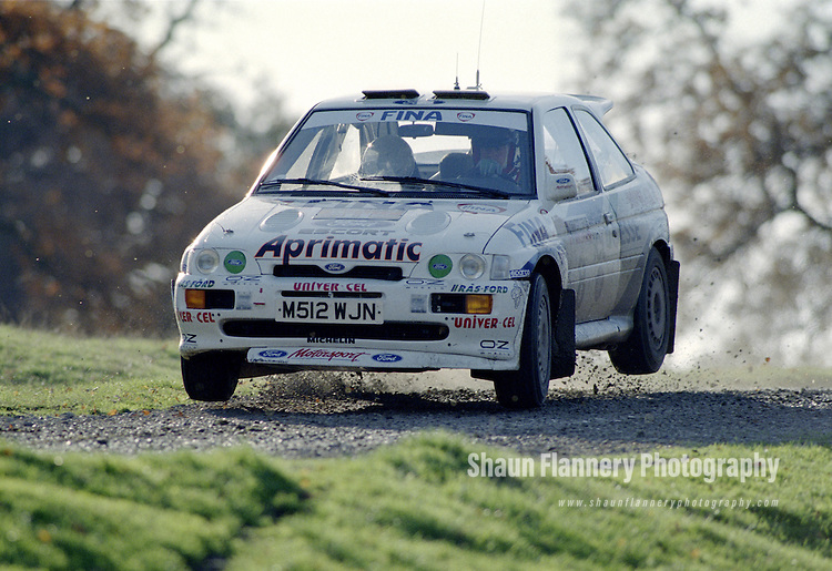 Pix: Shaun Flannery/shaunflanneryphotography.com...COPYRIGHT PICTURE>>SHAUN FLANNERY>01302-570814>>07778315553>>..1995 Network Q RAC Rally..19th November - 22nd November 1995..Bruno Thiry & Stephane Prevot..Ford Escort RS Cosworth.RAS-Ford.