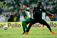 MEDELLÍN - COLOMBIA, 19-05-2018: Dayro Moreno (Izq.) jugador de Atlético Nacional disputa el balón con Dany Rosero (Der.), jugador de Deportivo Cali, durante partido de vuelta de los cuartos de final entre Atlético Nacional y Deportivo Cali, por la Liga Águila I 2018, jugado en el estadio Atanasio Girardot de la ciudad de Medellín. / Dayro Moreno (L) player of Atletico Nacional vies for the ball with Dany Rosero (R), player of Deportivo Cali, during a match of the quarter finals of the second leg between Atletico Nacional and Deportivo Cali for the Aguila League I 2018, played at Atanasio Girardot stadium in Medellin city. Photo: VizzorImage / León Monsalve / Cont.