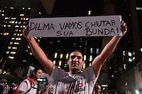 SÃO PAULO 17 JUNHO 2013 - PROTESTO CONTRA O AUMENTO DE TARIFA DE ONIBUS - Manifestantes chegam na Av. Paulista na noite desta segunda  feira (17), durante a 5ª manifestação organizada pelo MPL (Movimento Passe Livre) que reivindica a redução da passagem de ônibus na cidade de São Paulo. FOTO: LEVI BIANCO - BRAZIL PHOTO PRESS