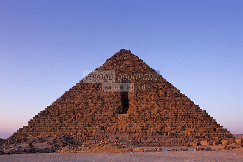 Afrique/Egypte/Env du Caire/Plateau de Giza: Les pyramides de Giza: La pyramide de Khéphren (ou Chéphren)