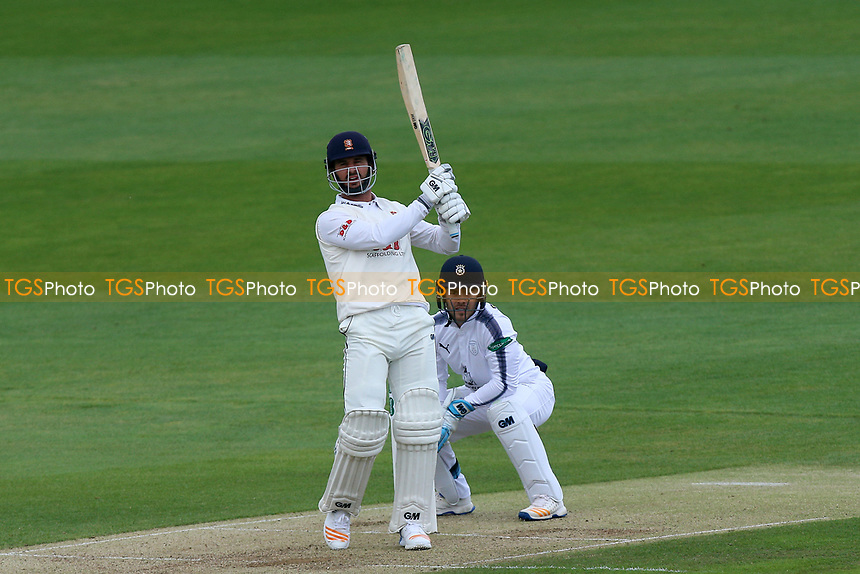 Ryan ten Doeschate hits out for Essex as Lewis McManus looks on from behind the stumps during Essex CCC vs Hampshire CCC, Specsavers County Championship Division 1 Cricket at The Cloudfm County Ground on 20th May 2017