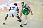 Real Madrid's Othello Hunter and Darussafaka Dogus's Adrien Moerman during Turkish Airlines Euroleague match between Real Madrid and Darussafaka Dogus at Wizink Center in Madrid, Spain. February 24, 2017. (ALTERPHOTOS/BorjaB.Hojas)