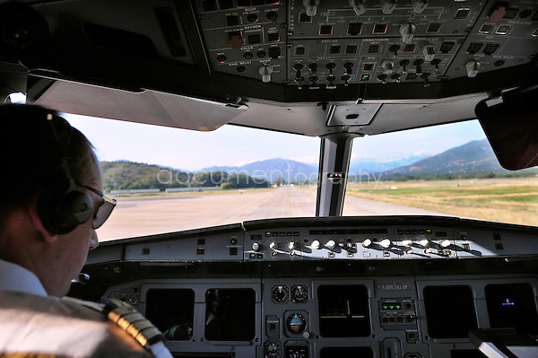 copyright : magali corouge / Documentography.10/06/09.Me?tier : Pilote..Dans le cockpit, pre?t au decollage.