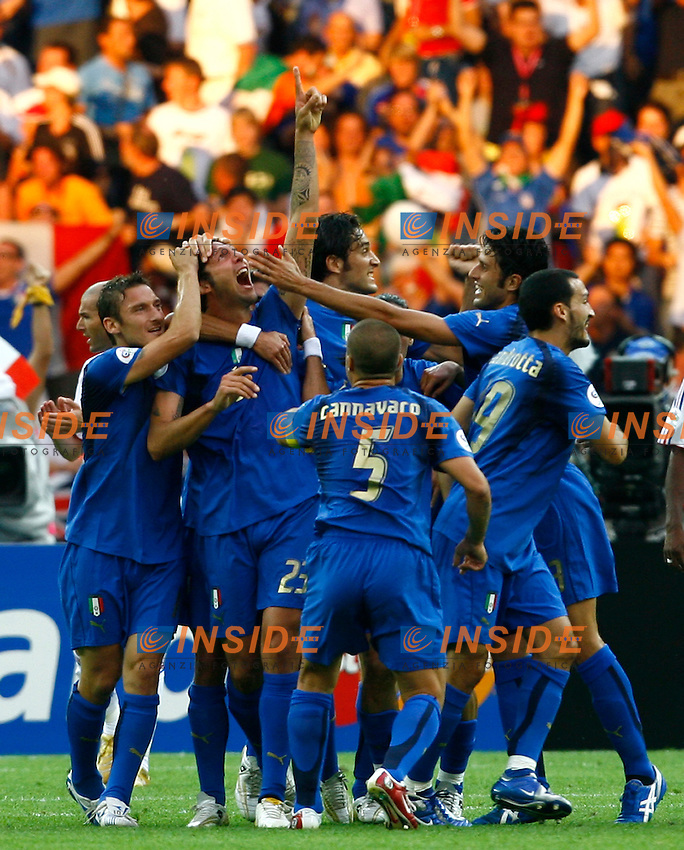 Berlino 9/7/2006 World Cup 2006 - Italia Francia 6-4 (d.c.r.).Italia Campione del Mondo..Marco MATERAZZI (2L with his arm up) celebrates after scoring draw with teammates Totti, Toni, Cannavaro, Grosso,  ZAmbrotta.Materazzi festeggia dopo il gol del pareggio con Totti, Toni, Cannavaro, Grosso,  ZAmbrotta,.Photo Andrea Staccioli Insidefoto.