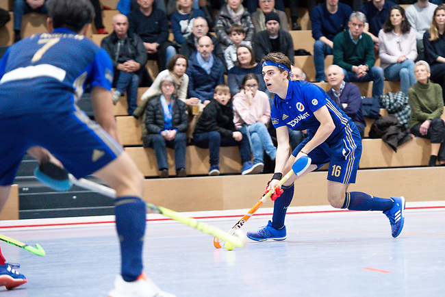 Mannheim, Germany, December 22: During the 1. Bundesliga men indoor hockey match between Mannheimer HC and Nuernberger HTC on December 22, 2019 at Irma-Roechling-Halle, Am Neckarkanal in Mannheim, Germany. Final score 5-2. (Photo by Dirk Markgraf / www.265-images.com) *** Raphael Hartkopf #16 of Mannheimer HC