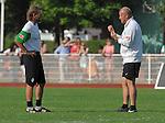 NORDERNEY Trainer Thomas Schaaf bleibt Norderney treu. Nachdem er bereits elfmal mit Fu&szlig;ball-Bundesligist Werder Bremen ins Trainingslager auf die Nordseeinsel gefahren ist, um sein Team auf eine Saison vorzubereiten, will er die Sportpl&auml;tze und die dort gebotene Betreuung auch f&uuml;r seinen neuen Verein, Eintracht Frankfurt, nutzen. Das Trainingslager ist f&uuml;r die Zeit vom 6. bis 12. Juli geplant.<br /> Archiv aus: FBL 09/10 Traininglager  Werder Bremen Norderney 2007 Day 03<br />  Sonntag nachmittag<br /> <br /> <br /> Wolfgang Rolff ( Bremen - Co - Trainer  GER) und Thomas Schaaf ( Bremen GER - Trainer  COACH) unterhalten sich<br /> <br /> <br /> Foto &copy; nph (nordphoto) <br /> <br /> <br /> <br />  *** Local Caption ***