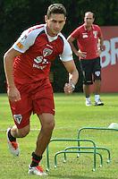 SAO PAULO, 23 DE ABRIL DE 2013 - TREINO SAO PAULO - O jogador Paulo Henrique Ganso durante treino do Sao Paulo, no CT da Barra Funda, na manhã desta terça fera, 23, região oeste da capital. (FOTO: ALEXANDRE MOREIRA / BRAZIL PHOTO PRESS)