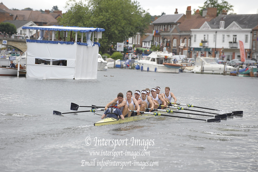 Henley, Great Britain.   Henley RC , during the closing stages of the heat in the  Thames  Challenge Cup  2009 Henley Royal Regatta Friday 03/07/2009 at  [Mandatory Credit. Peter Spurrier/Intersport Images] . HRR.