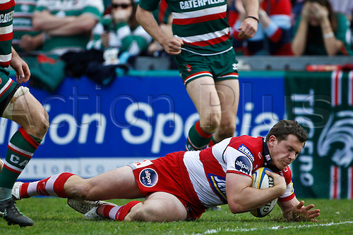 16.04.2011.  Tim Molenaar scores for Gloucester.  Aviva Premiership Rugby Union from Welford Road on 16th April 2011.  Final score: Leicester Tigers 41-41 Gloucester Rugby.