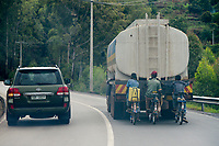 RWANDA, road from Kigali to Ruhengeri, mountain area
