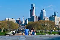 Philadelphia Museum of Art, Phila. PA,  USA, Couple enjoying View, Ben Franklin Parkway