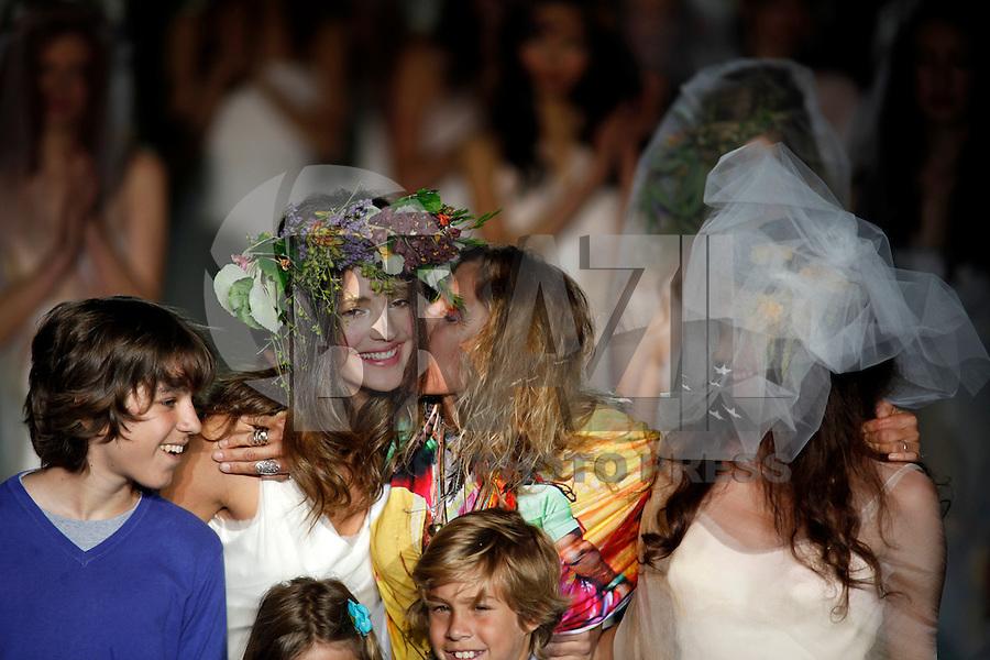 BARCELONA, ESPANHA, 10 DE MAIO 2012 - BARCELONA BRIDAL WEEK  - RAIMON BUNDO - Modelo durante desfile da grife Raimon Bundo no terceiro dia do Barcelona Bridal Week, o maior evento de moda nupcial da Europa e um dos maiores do mundo, em Barcelona, nesta quinta-feira, 10. (FOTO: WILLIAM VOLCOV / BRAZIL PHOTO PRESS).