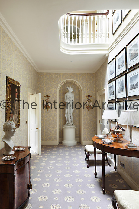 Using antique light fittings, subtle colours and classic fabrics and carpets, Gillette created an authentic Georgian aesthetic but with all the comforts of a modern home