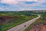 Estrada BR 230 Rodovia Transamazonica e torres de transmissao. Usina Hidreletrica de Belo Monte, no rio Xingu, Vitoria do Xingu, Para. 2017. Foto de Luciana Whitaker.