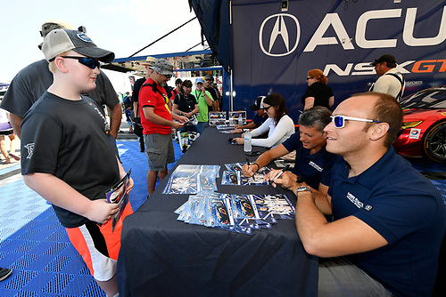 IMSA WeatherTech SportsCar Championship<br /> Michelin GT Challenge at VIR<br /> Virginia International Raceway, Alton, VA USA<br /> Sunday 27 August 2017<br /> 86, Acura, Acura NSX, GTD, Oswaldo Negri Jr., Jeff Segal, 93, Andy Lally, Katherine Legge sign autographs for fans<br /> World Copyright: Scott R LePage<br /> LAT Images