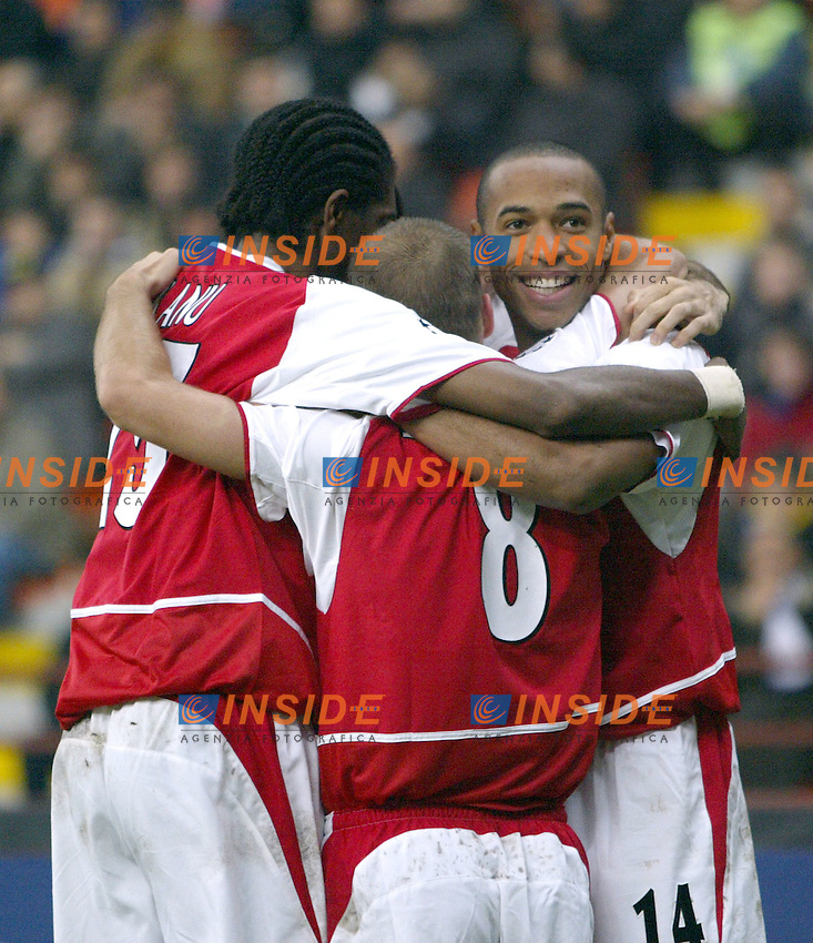 MILANO 25/11/2003 <br /> Champions League Inter Arsenal 1-5<br /> Festeggiamenti per il gol di Ljungber del 2-1 per l'Arsenal<br /> Celebration for Liungberg goal of 1-2 for Arsenal<br /> Photo Andrea Staccioli Insidefoto