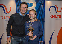 Hilversum, Netherlands, December 4, 2016, Winter Youth Circuit Masters, 3 th place girls 14 years Bente Spee with Fedcup  captain Paul Haarhuis.<br /> Photo: Tennisimages/Henk Koster