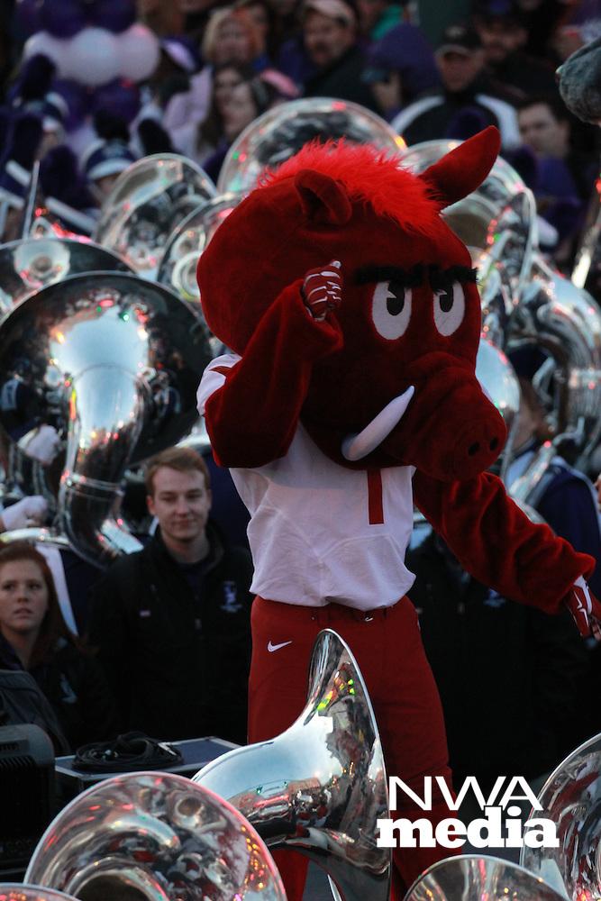 Arkansas Democrat-Gazette/BENJAMIN KRAIN --1/1/16--<br /> Arkansas Liberty Bowl Parade and pep rally on Beale Street in Memphis