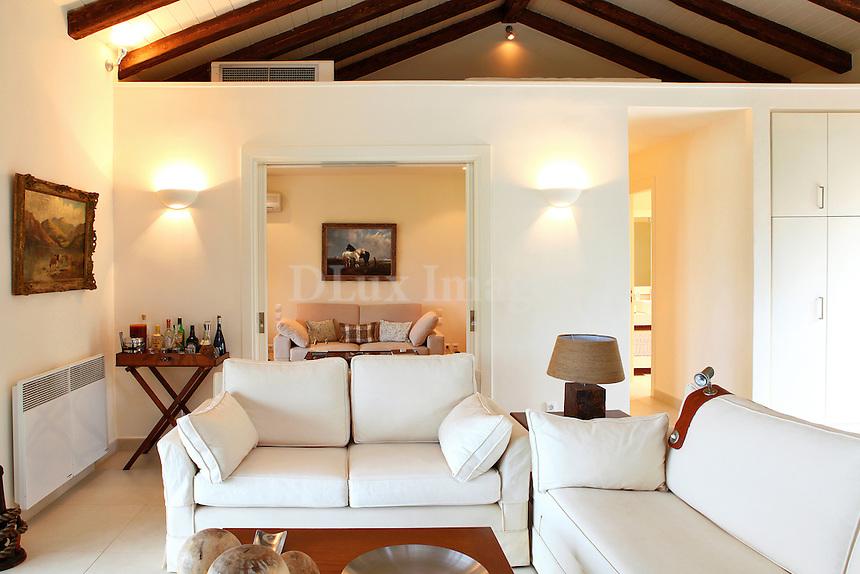 white lounge sofas