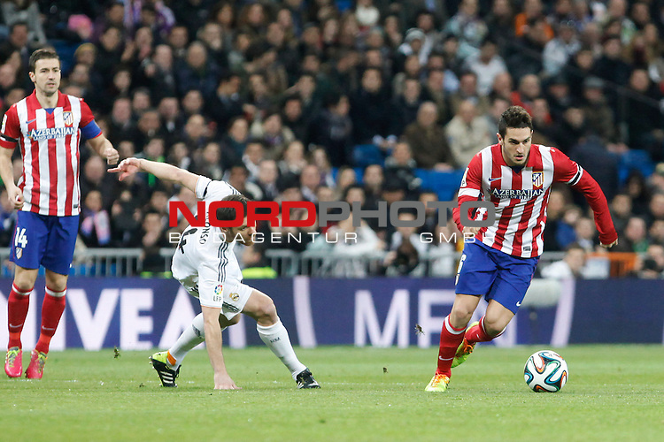 Real Madrid¬¥s Xabi Alonso (L) and Atletico de Madrid¬¥s Koke during King¬¥s Cup (Copa del Rey) semifinal match in Santiago Bernabeu stadium in Madrid, Spain. February 05, 2014. Foto © nph / Victor Blanco)