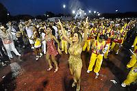 SÃO PAULO, SP, 15 DE JANEIRO DE 2012 - ENSAIO TÉCNICO TOM MAIOR - Ex Panicat e agora Madrinha da Bateria Tania Oliveira durante ensaio técnico da Escola de Samba Tom Maior na praparação para o Carnaval 2012. O ensaio foi realizado na noite deste domingo debaixo de muita chuva no Sambódromo do Anhembi, zona norte da cidade. FOTO: LEVI BIANCO - NEWS FREE