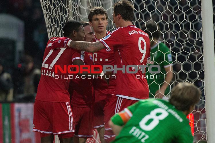07.12.2013, Weser Stadion, Bremen, GER, 1.FBL, Werder Bremen vs Bayern Muenchen, im Bild<br /> <br /> 0 zu 1 Franck Rib&radic;&copy;ry (Muenchen #7)<br /> <br /> jubel mit David Alaba (Muenchen #27) und Thomas M&radic;ľller (Muenchen #25) und Mario Mandzukic (Muenchen #9)<br /> <br /> Querformat,<br /> <br /> <br /> Foto &not;&copy; nordphoto / Kokenge