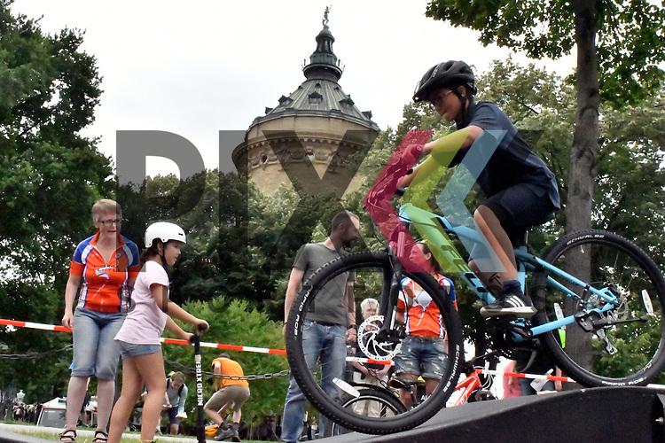 Mannheim 16.07.17 28. Sport &amp; Spiel am Wasserturm im Bild Arda Kutucu auf dem Rad auf einer abgesteckte Strecke. <br /> <br /> Foto &copy; Ruffler For editorial use only. (Bild ist honorarpflichtig - No Model Release!)