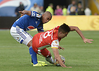 BOGOTA - COLOMBIA -22 -11-2015: Lewis Ochoa (Izq) jugador de Millonarios disputa el balón con Dario Rodriguez (Der) jugador de Independiente Santa Fe durante por la fecha 20 de la Liga Águila II 2015 jugado en el estadio Nemesio Camacho El Campín de la ciudad de Bogotá./ Lewis Ochoa (L) player of Millonarios fights for the ball with Dario Rodriguez (R) player of Independiente Santa Fe during the match for the 20th date of the Aguila League II 2015 played at Nemesio Camacho El Campin stadium in Bogota city. Photo: VizzorImage / Gabriel Aponte / Staff.
