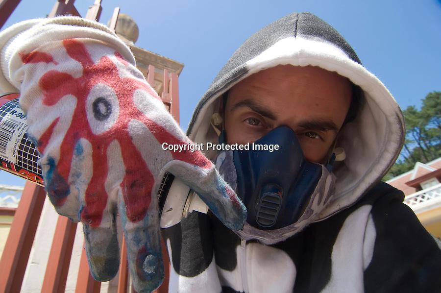 16 JULIO 2008 SANTANDER.El artista grafitero SUSO 33 posa en el palacio de la magdalena en donde imparte un taller sobre GRAFITTI  en la UIMP..foto JOAQUIN GOMEZ SASTRE