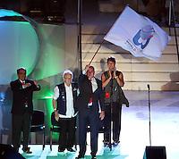 CALI - COLOMBIA - 04-08-2013: Rafal Dutkiewicz, Alcalde de Wroclaw, Polonia, recibe la bandera como sede de los próximos Juegos Mundiales, durante de la Ceremonia de Clausura de los IX juegos Mundiales de Cali, en el estadio Pascual Guerrero de la ciudad de Cali, agosto 4 de 2013. (Foto: VizzorImage / Juan Carlos Quintero / Str.) Rafal Dutkiewicz, Mayor of Wroclaw, Poland, receives the flag as the venue for the next World Games during the Closing Ceremony of the World Games Cali IX in the Pascual Guerrero stadium in Cali, August 4, 2013. (Photo: VizzorImage / Juan Carlos Quintero / Str)