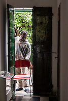 Richiedenti asilo, provenienti dalla Libia, accolti nel centro immigrati di via Conciliazione. Varese, 3 giugno 2011...Asylum seekers, coming from Lybia, lodged in Immigrants Center of Conciliazione street. Varese, June 3, 2011
