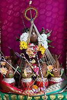 Nederland Den Helder -  2019.  Jaarlijkse tempelfeest bij de Hindoe tempel in Den Helder. Vereniging Sri Varatharaja Selvavinayagar voltooide in 2003 het gebouw dat wordt gebruikt voor het bevorderen van kunst en cultuur. Een ander deel wordt gebruikt voor het praktiseren van religieuze waarden. Het hoogtepunt van de feestperiode is het voorttrekken van de wagen ( chithira theer of ratham ). Kokosnoten in de tempel.    Foto mag niet in negatieve / schadelijke context gepubliceerd worden.  Foto Berlinda van Dam / Hollandse Hoogte