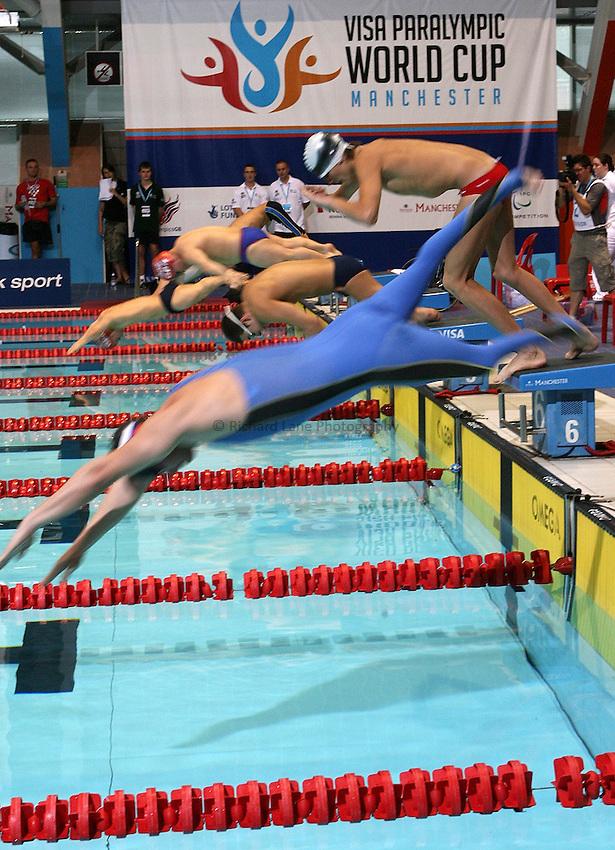 Photo: Paul Thomas..VISA Paralympic World Cup 2007. Swimming. 12/05/2007...PWC Swimming dive start.