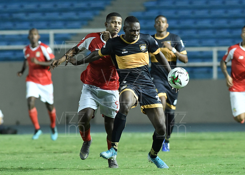 CALI - COLOMBIA, 11-02-2020: Boca Juniors de Cali y Barranquilla F.C. en partido por la fecha 2 de la Torneo BetPlay DIMAYOR I 2020 jugado en el estadio Pascual Guerrero de la ciudad de Cali. / Boca Juniors de Cali and Barranquilla F.C. in match for the for the date 2 as part of BetPlay DIMAYOR Tournament I 2020 played at Pascual Guerrero stadium in Cali. Photo: VizzorImage / Gabriel Aponte / Staff