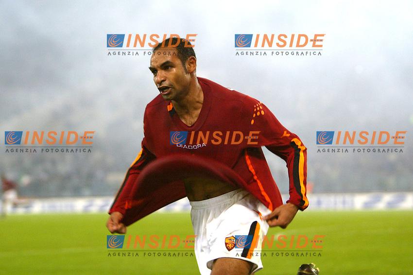 Roma 9/11/2003 <br /> Roma Lazio 2-0 <br /> Emerson festeggia il gol del 2-0. Emerson celebrates goal of 2-0 <br /> Foto Andrea Staccioli Insidefoto