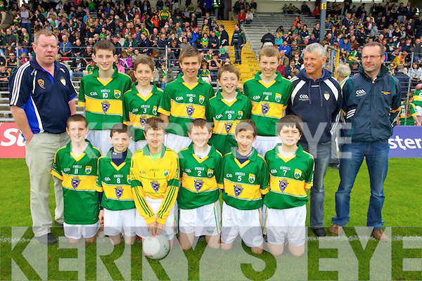 Pictured are the Boys primary game Kerry team members, were front l-r: Mark Fitzgerald, Stephen O'Connor, Mark O'Connor, Máirtín Ó Cathasaigh, Darragh Keane and Fergal Barrett. Back l-r: Tomas Hanafin Sean Cooper, Sean Keane, Padraig Shanahan, Brian Kelliher Ian McGillycuddy Tomás Ó Murchú and Kevin Corkery.