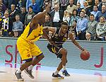 07.01.2018, EWE Arena, Oldenburg, GER, BBL, Eisb&auml;ren EWE Baskets Oldenburg vs WALTER Tigers T&uuml;bingen, im Bild<br /> <br /> Jacob MAMPUYA (T&uuml;bingen #35 )<br /> Rickey PAULDING (EWE Baskets Oldenburg #23)<br /> Foto &copy; nordphoto / Rojahn