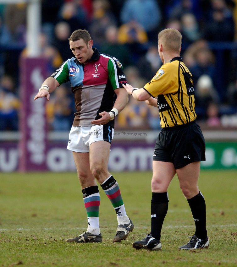 Photo: Jed Wee..Leeds Rhinos v Harlequins Rugby League. Pre Season Friendly. 29/01/2006. ..Rob Purdham (L) with referee Ronnie Laughton.