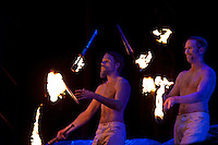The jester-group Trix are juggling with torches on fire. Photo: Kim Rask/Scouterna